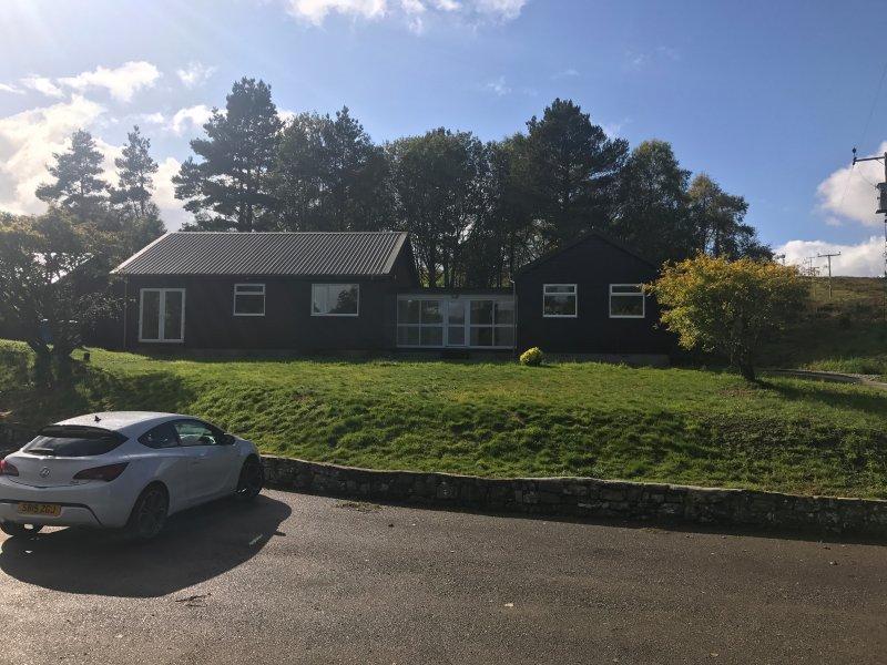Modern cottage, Lairg, Sutherland, Ferienwohnung in Lairg