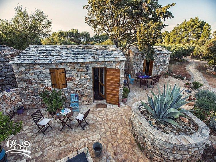 Cottage stone villa in greenery for rent, Starigrad, Hvar
