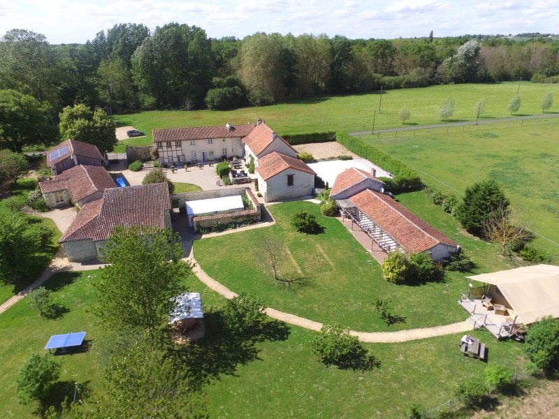 GITE DE GROUPE LE CLOS DE SAIRES, vacation rental in Vienne