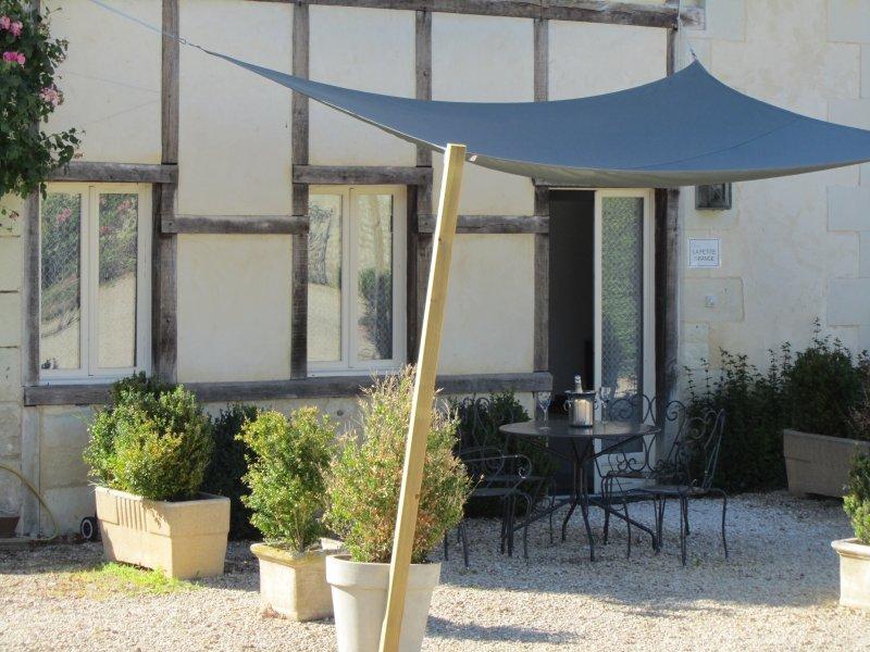 Gîte La Petite Grange, vacation rental in Saint-Jean-de-Sauves