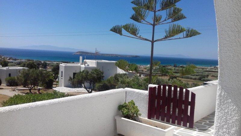 Golden Beach-Paros maison de type A1-Velanies Houses, vacation rental in Nea Chryssi Akti