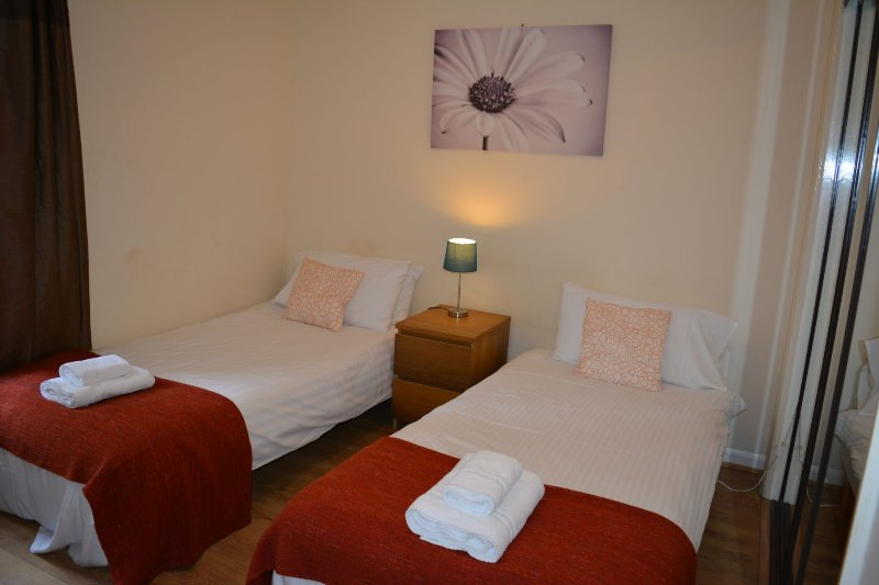 Twin Single beds in berdoom 2