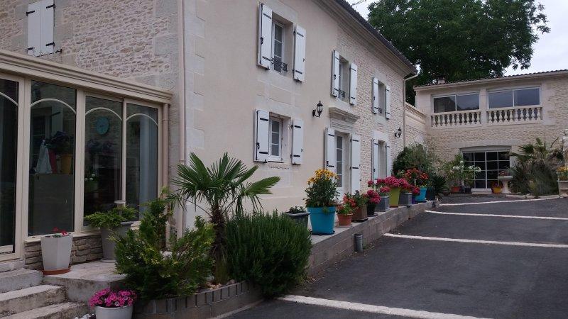 MAISON HOTES FUTUROSCOPE 'LES ORCHIDEES' AU CHARME ATYPIQUE   JAUNAY CLAN, aluguéis de temporada em Naintre