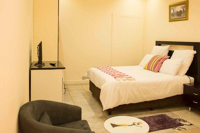 Klelya's Guest House - Room 6, alquiler vacacional en Germiston