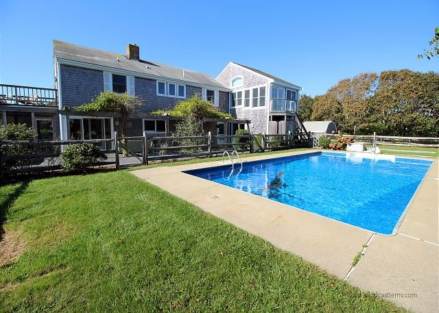 LOVELY KATAMA HOME WITH POOL, holiday rental in Edgartown