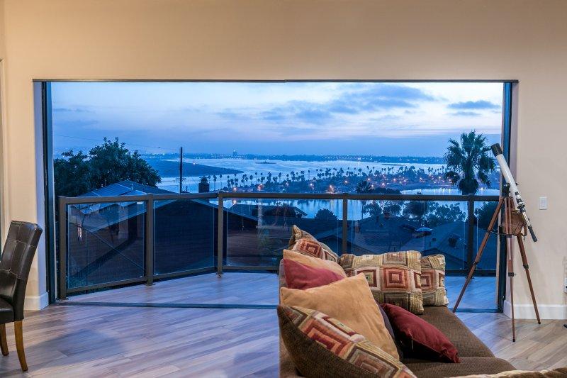 Vista desde la sala de estar. Impresionantes vistas desde todas las habitaciones de la casa!