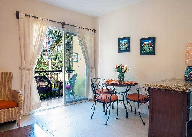 Private balcony overlooking the pool, peaceful apartment with great amenities, holiday rental in Puerto Morelos