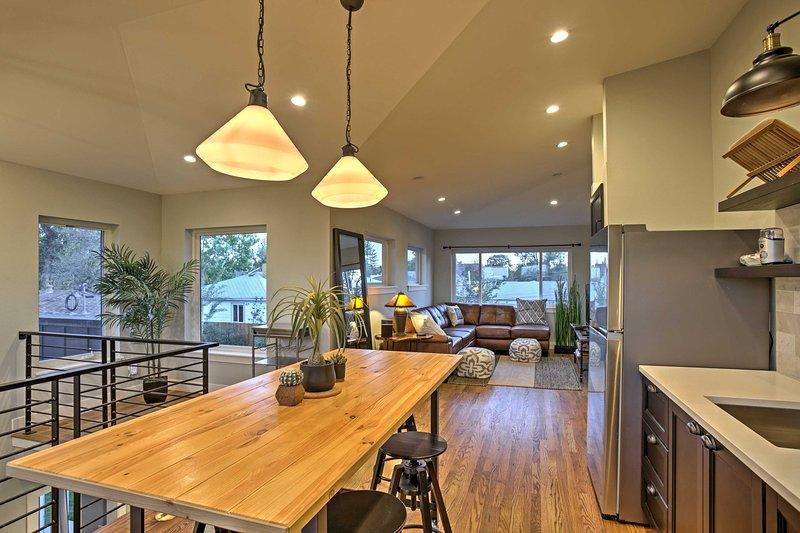 Comece o seu refúgio de Denver neste lindo 3 quartos, 2 casas de banho férias casa de aluguel convidado!