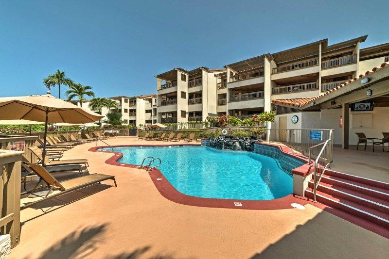 Niché dans la Kona Coast Resort, cet appareil offre plus de 1400 pieds carrés et toutes les commodités de la maison.