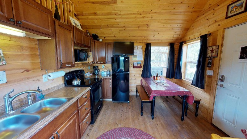White Pine Cozy Secluded Cabin, Stunning Views by Canyonlandslodging, holiday rental in Monticello