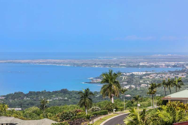 Beautiful Views of the Pacific Ocean and Kona Town