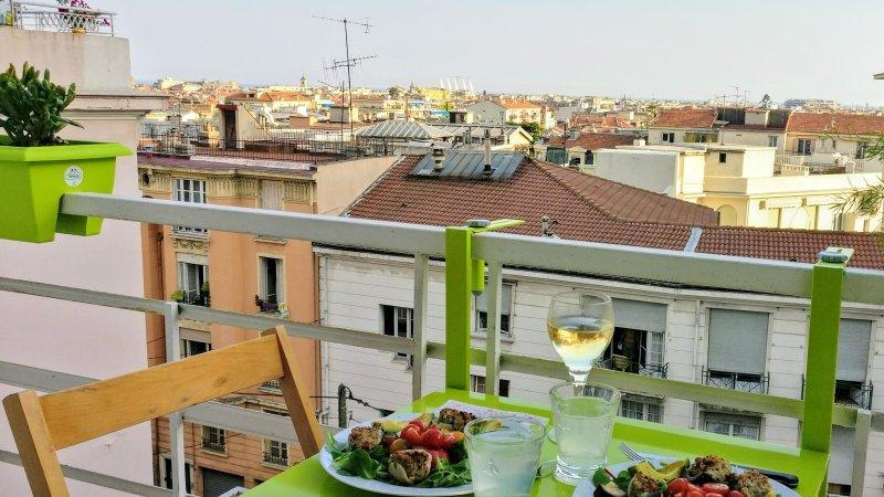 Utsikten med balkong där du kan frukost