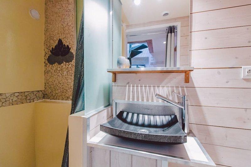 Casa Cozy Original Les Halles Biarritz bathroom