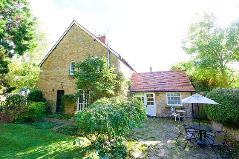 2 Manor Lodge a Cotswold cottage for four, holiday rental in Paxford