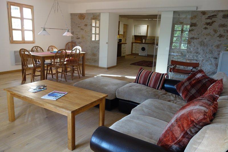 Three bedroom spacious apartment in the stunning village of Roquebrun, vacation rental in Cazedarnes