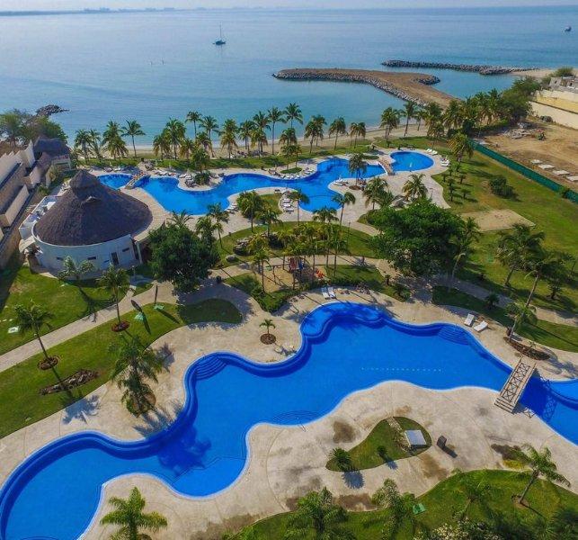 Villa 115 with private pool in beachfront B NAYAR, holiday rental in La Cruz de Huanacaxtle