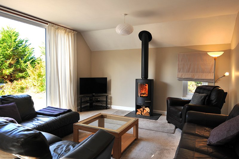 Findhorn holiday house, Wi-fi, wood burning stove, luxury bathroom, large garden, casa vacanza a Forres