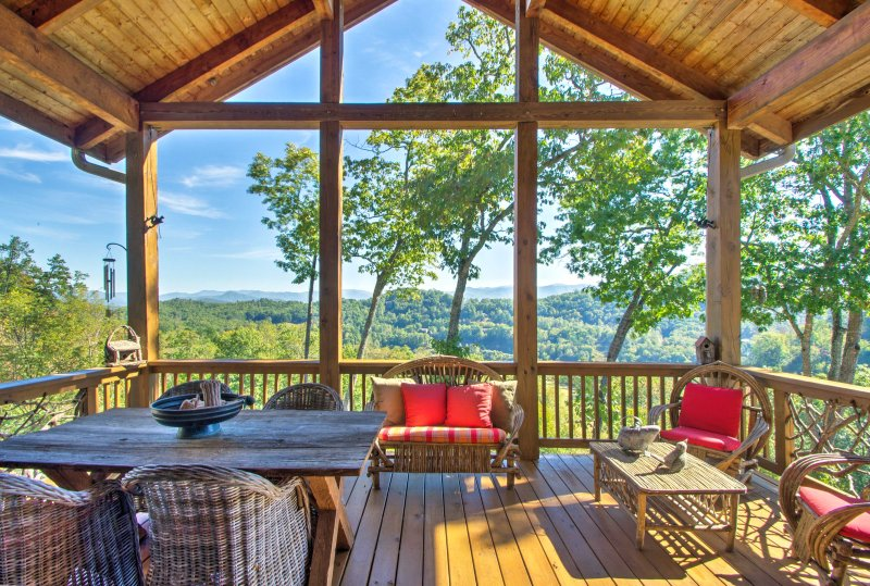 Bryson City Condo w/Deck for Viewing Fall Colors!, vacation rental in Whittier