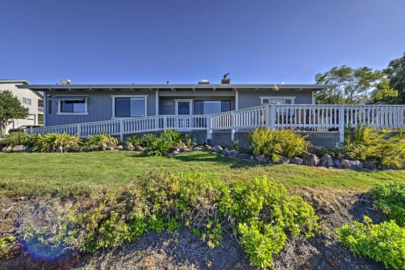 Dit huis biedt alle comfort van thuis, inclusief veranda's aan de voor- en achterkant.