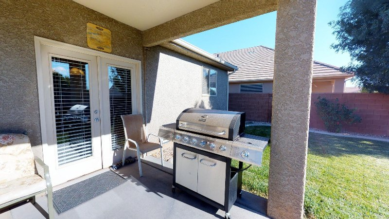 Rear patio & BBQ