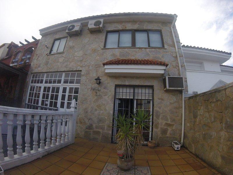 CASA AMPLIA Y CÓMODA EN CIUDAD PATRIMONIAL, holiday rental in Baeza
