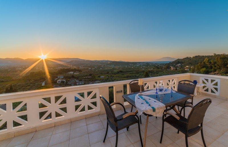 Mont Renie Elegant Villa, vacation rental in Bochali