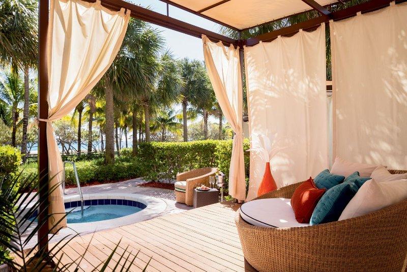 Studio RITZ CARLTON Bal Harbor North Miami Beach, holiday rental in Bay Harbor Islands