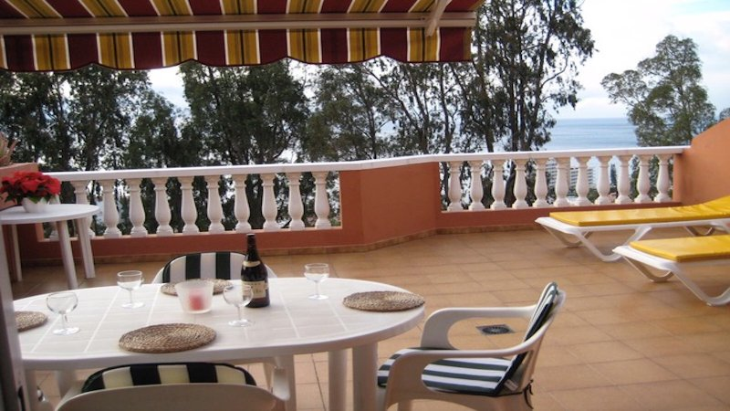 Amplia terraza totalmente equipada