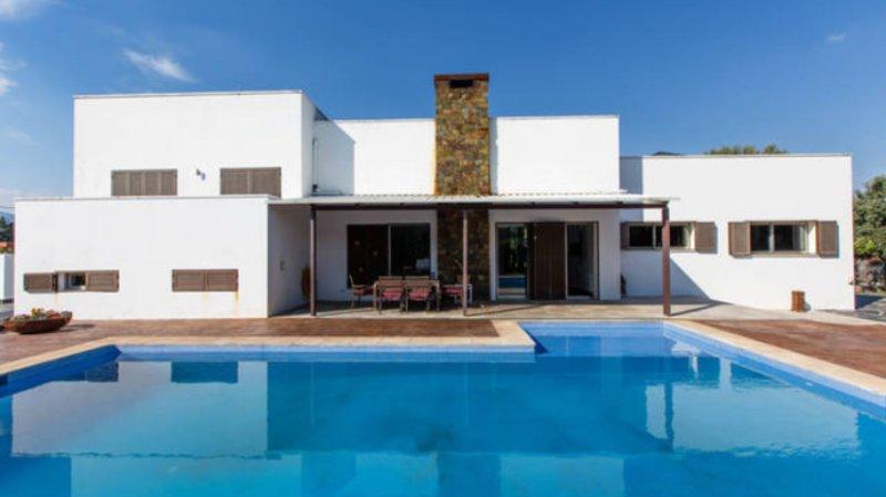 Chalet de diseño en la Sierra de Madrid, location de vacances à Torrelodones