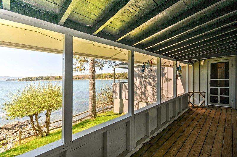 'Rita Maine Coastal Cottage' acomoda confortavelmente 8 pessoas.