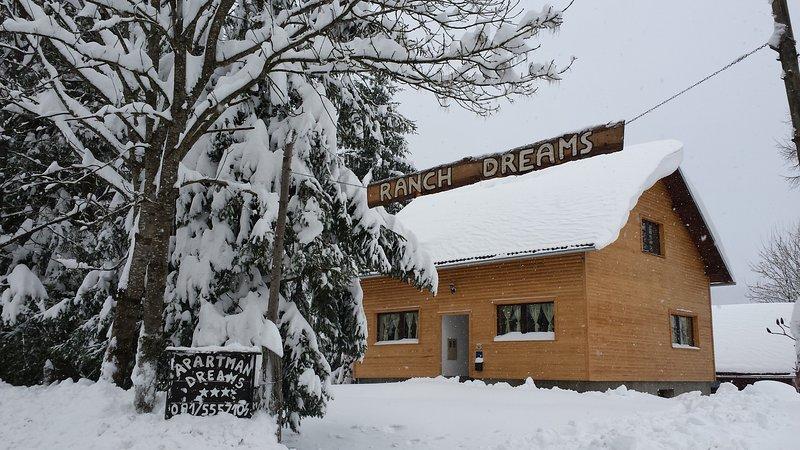 Ranch Dreams apt near Plitvice lakes, holiday rental in Otok Ostarijski