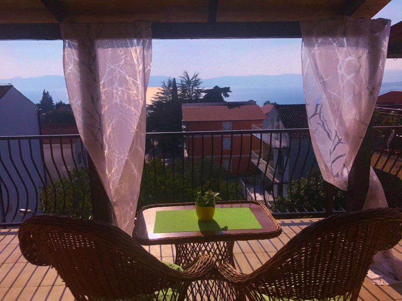 Ocean View apartment with large balcony, vacation rental in Sveti Filip i Jakov