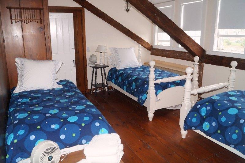 2: a våningen. Sovrum # 4 med 3 enkelsängar - 117 Old Wharf Road Chatham Cape Cod - New England Vacation Rentals