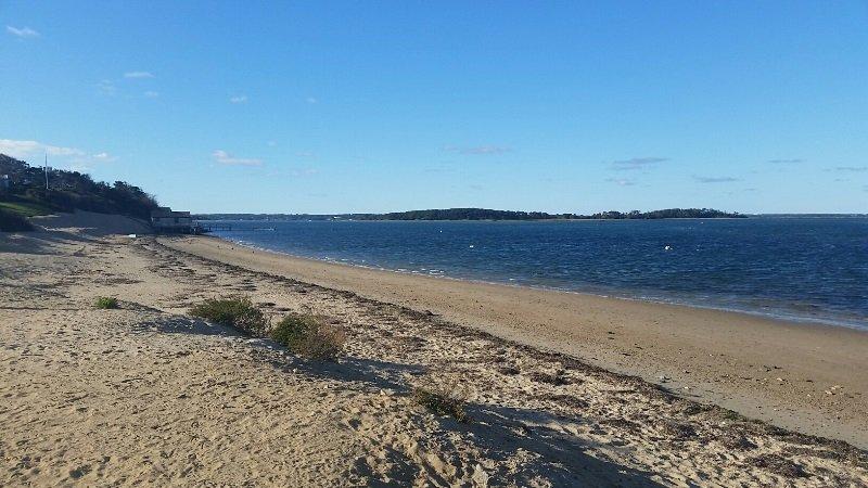 Bara en kort promenad till Scateree Town Landing med din kopp java på morgonen - Chatham Cape Cod - New England Vacation Rentals