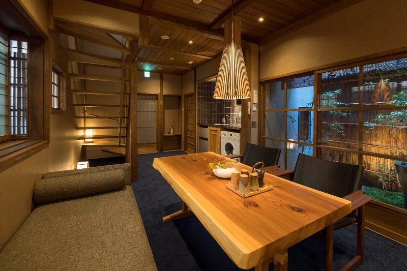 NEW!! Short Walk to KIYOMIZU TEMPLE! WiFi x 2 Toilets x Dining Table - Apple TV, alquiler vacacional en Otsu