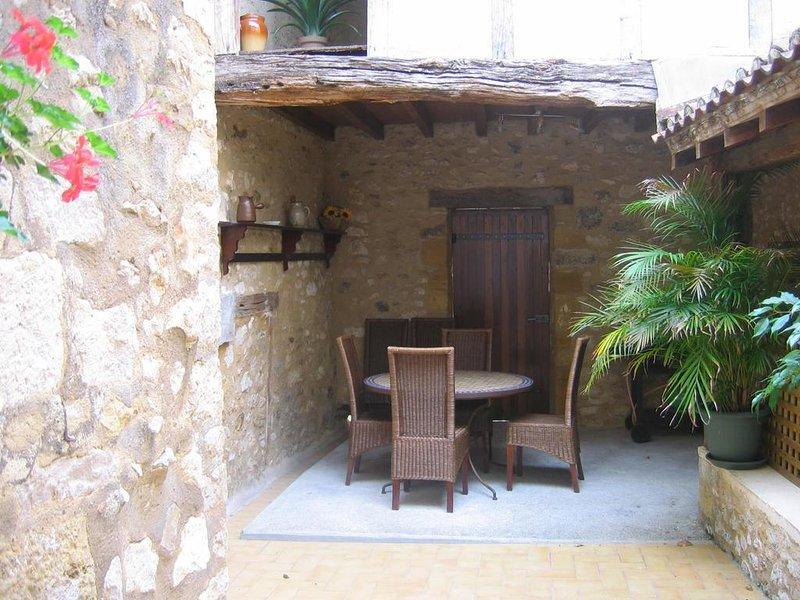 La Maison des Poblans, au coeur du village Médiéval, holiday rental in Monpazier