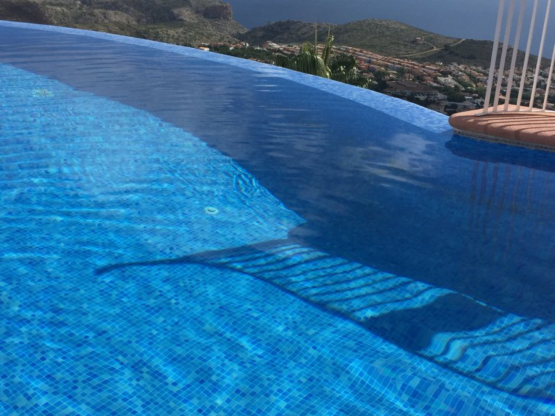 Swimming in this pool has the wow factor!