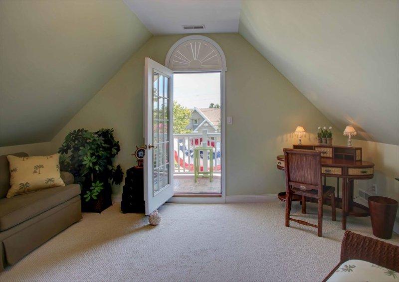 Second floor master sitting room