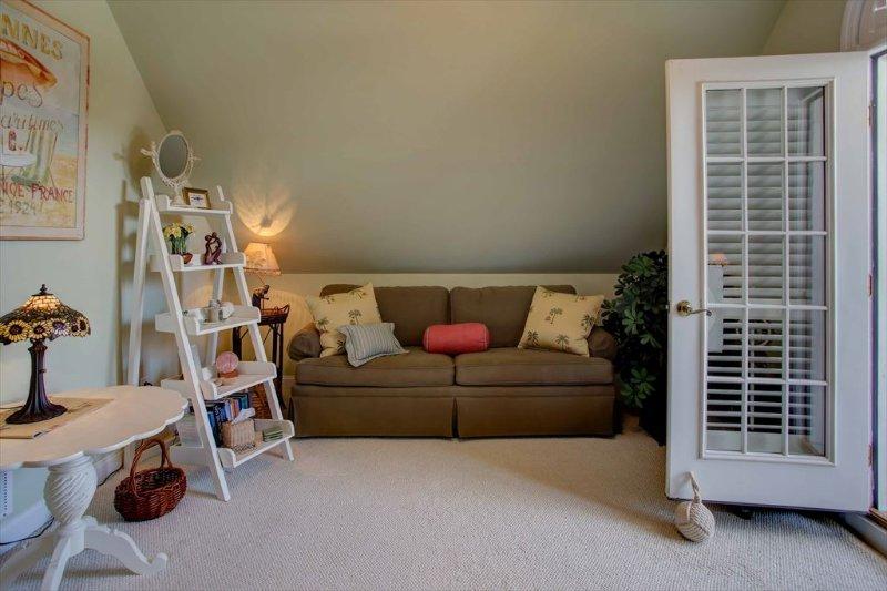 Second floor master with queen sleeper sofa
