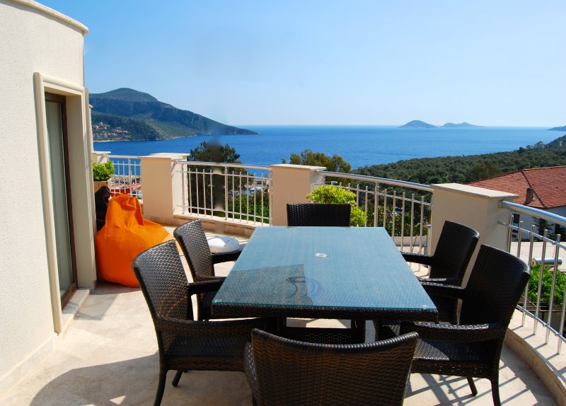 Roof terrace with a view, dining area and BBQ