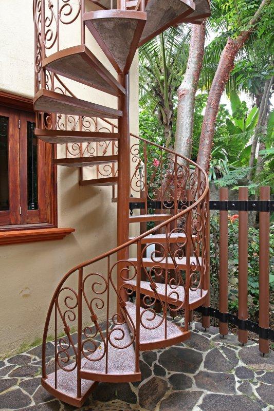escalera privada al 2 casitas de piso patio rodean ... por cualquier / cada vez!