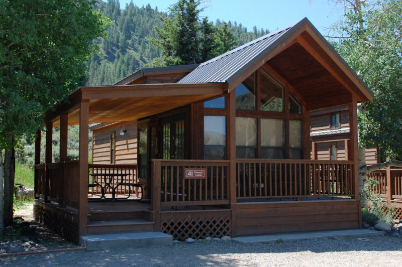 Cozy 'Modular' Style 1 BR with Sleeping Loft Cabin at Three Rivers Resort in Almont (#41), alquiler vacacional en Almont