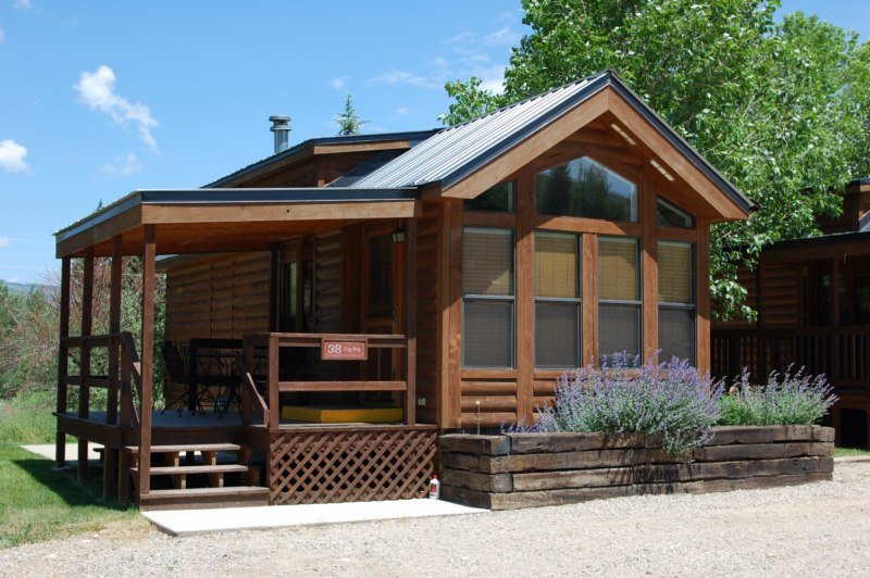 Cozy 'Modular' Style 1 BR with Sleeping Loft Cabin at Three Rivers Resort in Almont (#38), alquiler vacacional en Almont