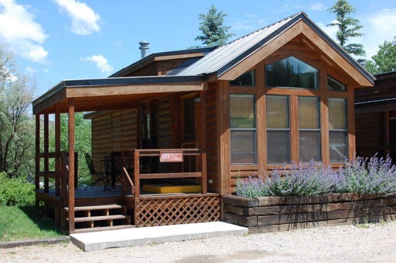 Cozy 'Modular' Style 1 BR with Sleeping Loft Cabin at Three Rivers Resort in Almont (#33), alquiler vacacional en Pitkin