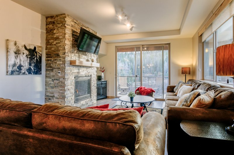Ultra chic three bedroom townhome at Trailhead Lodges 323