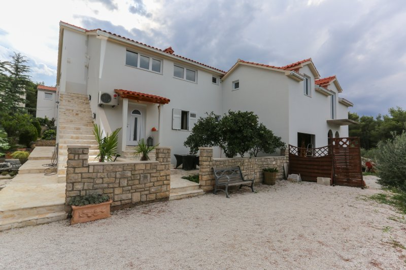 Apartment Opacak - Supetar- Brac, vacation rental in Supetar