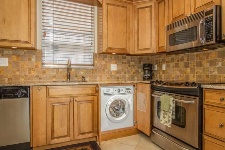 One of the few condos in this complex to have a combo washer drier in the unit.