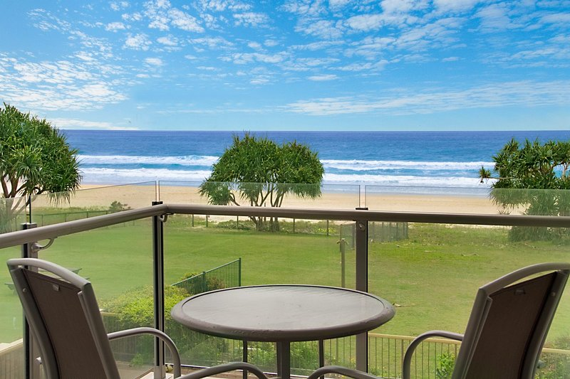 Spindrift 6 - Absolute Beachfront, vacation rental in Burleigh Waters