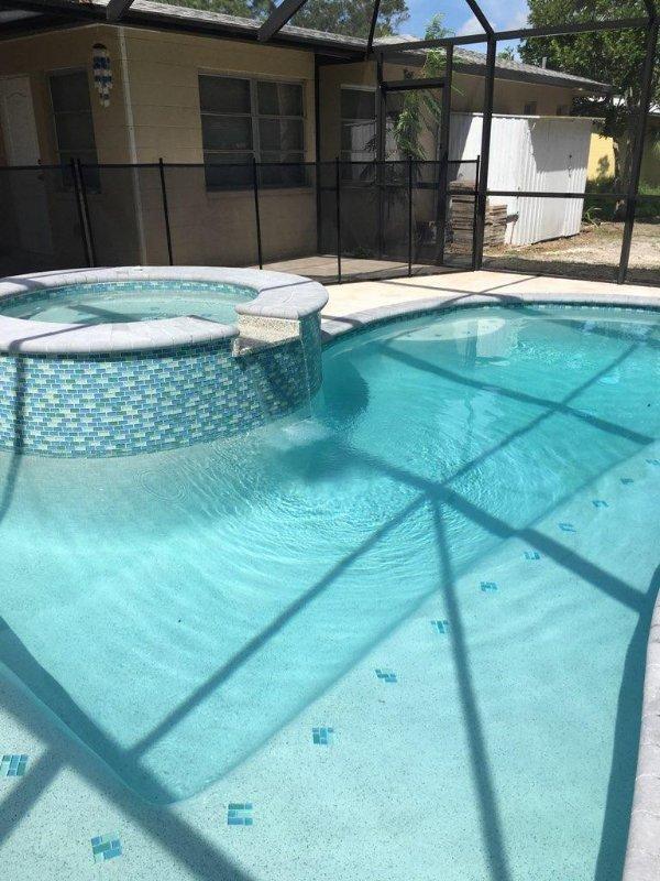 Lanai, piscina, centro benessere - vasca idromassaggio con recinzione di sicurezza per bambini sul posto