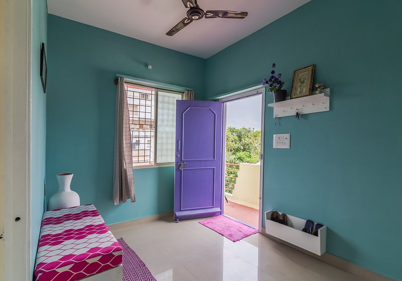 Clean & Comfy 1 bedroom house in a posh locality, vacation rental in Yelahanka